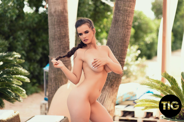 Sexy girls ashley bulgari alissa white get naked for a lesbian glamour shoot